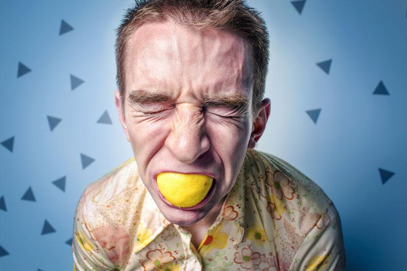 Bruxisme, possible cause de vos douleurs au niveau du cou ou de vos maux de tête